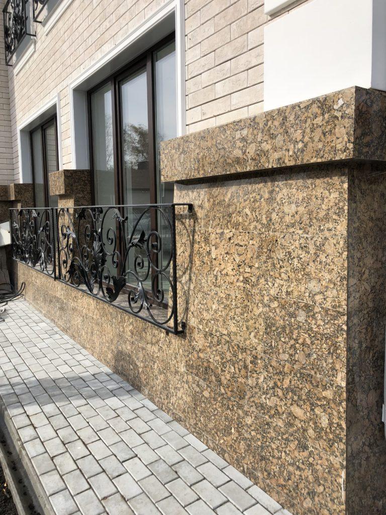 Использование природного камня в фасадах зданий