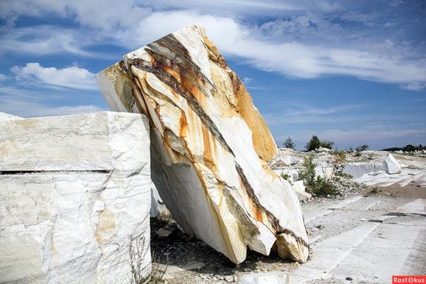 Происхождение мрамора: состав, свойства, виды, расцветки, интересные факты о камне